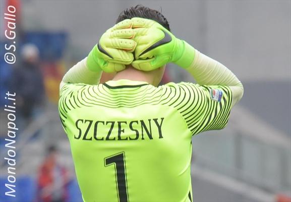 Calciomercato Napoli, idea Szczesny per il dopo Reina?