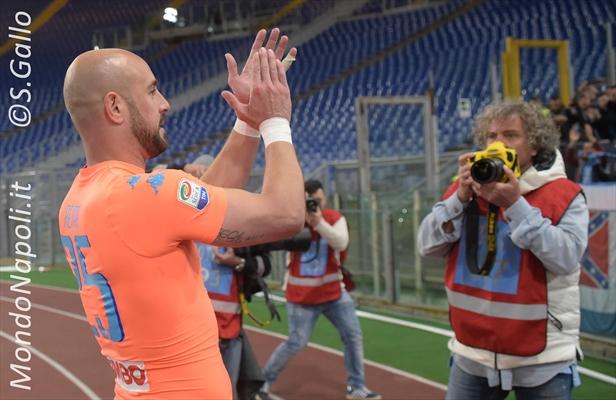 Napoli, nuovo nome per il dopo Reina: piace Szczesny della Roma!