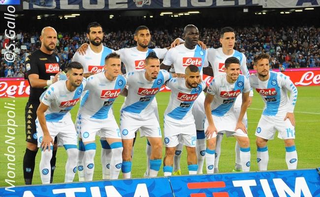 Napoli da record: poker alla Fiorentina nel segno di Mertens